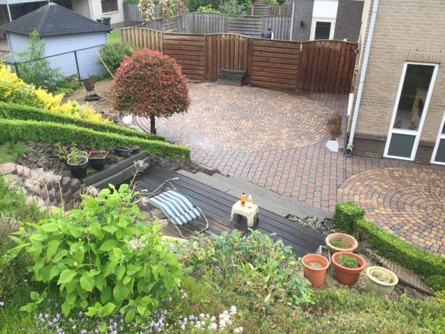 Bestrating en andere objecten in de tuin worden duurzaam gereinigd door Keischoon uit Limburg.